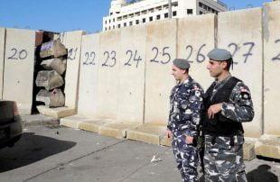 قوى-الأمن-اللبنانية-تغلق-طرقاً-فرعية-تؤدي-إلى-ساحات-التظاهر-في-بيروت