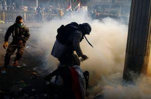 مسلحون-يفتحون-النار-على-متظاهري-العراق-ويقتلون-٢١-متظاهرا.jpg000