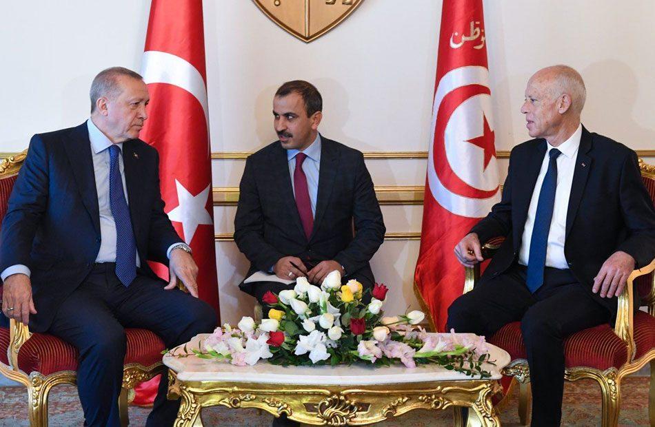 موقف-طريف-أردوغان-يتسائل-عن-مصدر-الدخان-وسعيّد-لعلها-رائحة-الغداء-تفوح