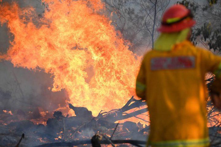 أستراليا-تبدأ-عملية-إغاثة-واسعة-لإنقاذ-آلاف-المحاصرين-بسبب-الحرائق