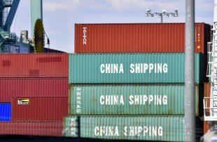 أمريكا-تعلن-استمرار-الرسوم-الجمركية-المفروضة-على-الواردات-الصينية