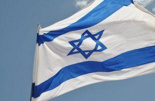إسرائيل-بالعربية-تحتفي-بصورة-أحد-مواطنيها-في-السعودية