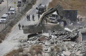 إسرائيل-تفكك-منازل-فلسطينية-وتصادرها-شرقي-الضفة
