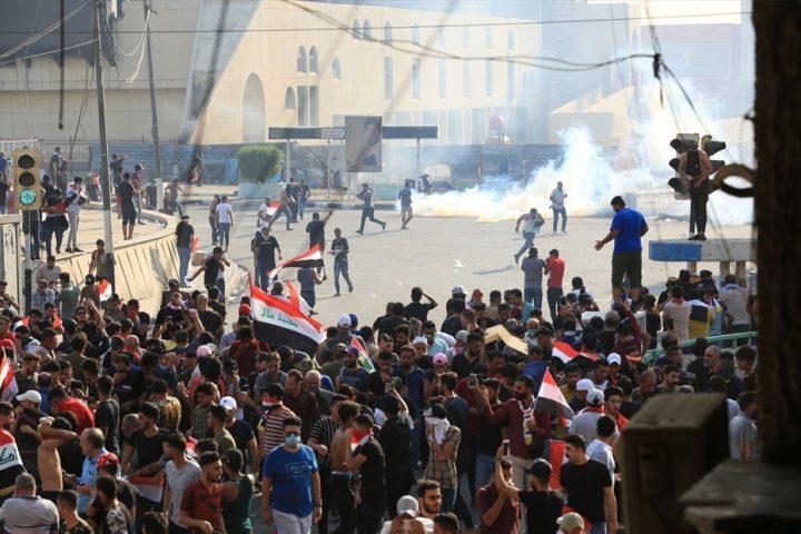 إصابة-30-متظاهرًا-بمواجهات-مع-قوات-الأمن-في-ذي-قار