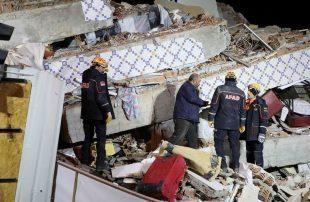 ارتفاع-حصيلة-ضحايا-زلزال-شرق-تركيا-لأكثر-من-20-قتيلا-و1000-جريح