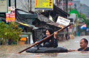 ارتفاع-عدد-ضحايا-الفيضانات-في-أندونيسيا-إلى-18-قتيلاً