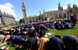 الإسلام-أسرع-الأديان-انتشارًا-في-إنجلترا