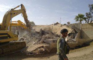 الاحتلال-الإسرائيلي-يخطر-عائلات-ثلاثة-أسرى-بهدم-بيوتهم-خلال-4-أيام