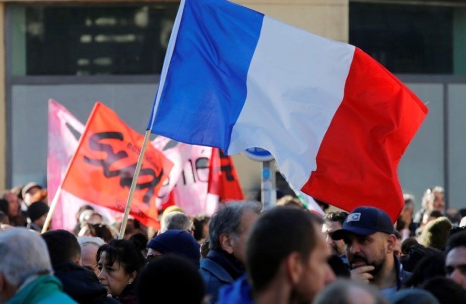 السلطات-الفرنسية-تجري-محادثات-مع-النقابات-الغاضبة-على-نظام-التقاعد