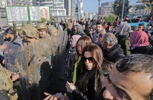 اللبنانيون-في-الشوارع-بسبب-تعثر-تشكيل-حكومة-وتردي-الأوضاع-الاقتصادية