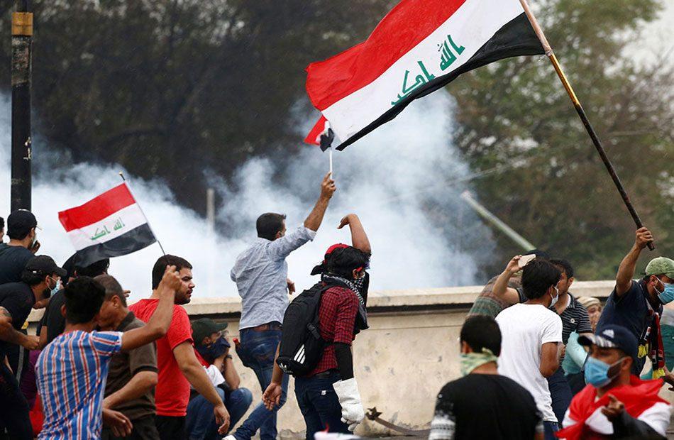 المحتجون-العراقيون-يقطعون-الطرق-والجسور-الحيوية-للإسراع-في-تشكيل-حكومة-جديدة