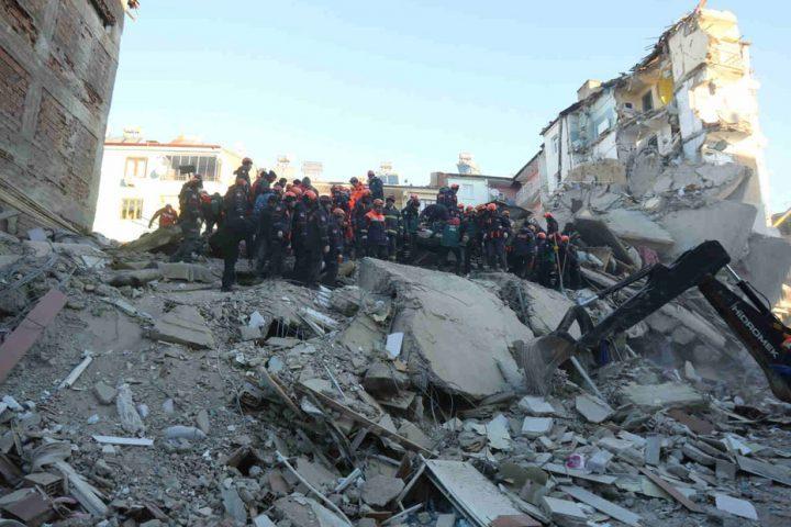 تركياارتفاع-قتلى-الزلزال-إلى-41-شخصا-ووقف-عمليات-البحث-عن-ناجين