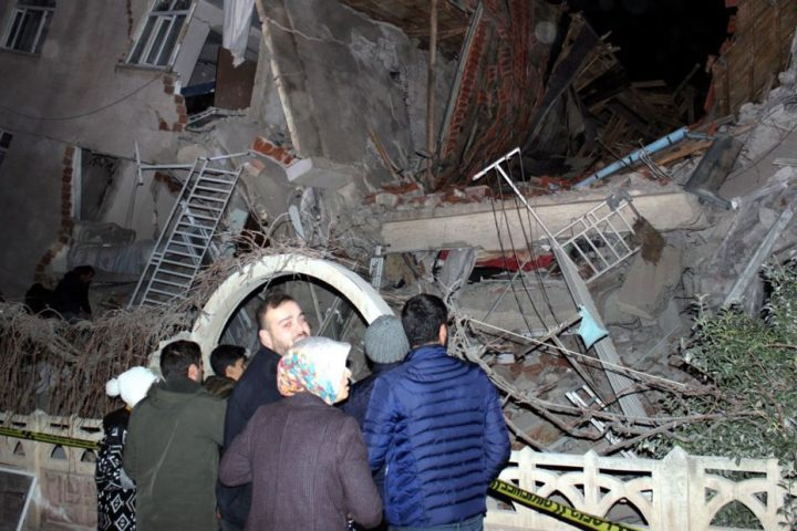تركيا--ارتفاع-ضحايا-زلزال-ألازيغ-إلى-31-قتيلاً