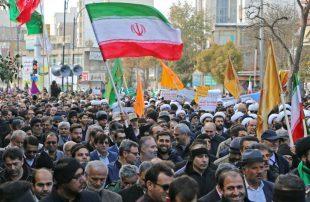 تظاهر-عشرات-الآلاف-في-طهران-احتجاجا-على-الجرائم-الأمريكية