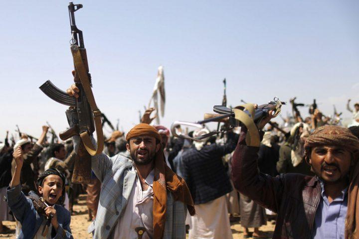 دفعة-جديدة-من-أسلحة-إيران-وصلت-للحوثيين-عبر-ميناء-الجديدة