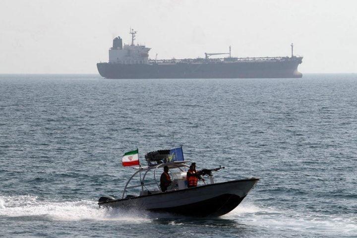 إيران-تحتجز-سفینة-أجنبية-في-خليج-عمان-وتعتقل-طاقهما.jpg