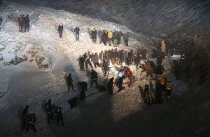 الداخلية-التركية-تنقذ-30-شخصًا-من-العالقين-بانهيار-ثلجي-في-ولاية-وان