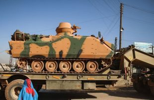 رتل-عسكري-تركي-صخم-يدخل-إلى-مدينة-إدلب-السورية