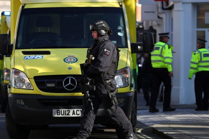 طعن-مؤذن-أثناء-رفعه-الأذان-في-مسجد-بوسط-لندن.jpg