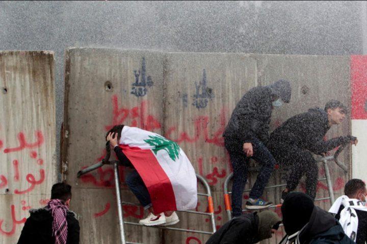 مواجهات-بين-قوات-الأمن-والمتظاهرين-قرب-البرلمان-في-بيروت.jpg