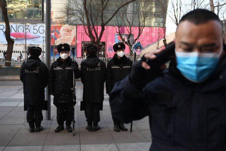 هونغ-كونغ-إصابة-شرطي-بفيروس-كورونا-وحجز-آخرين-خوفا-من-العدوى.jpg