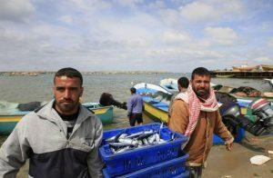 مصر-تعتقل-صيادين-من-غزة-وتغرق-قاربهم.jpg