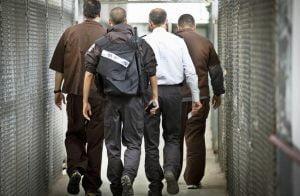 """بعد إصابة أسير محرر بـ""""كورونا"""".. حماس تحمل إسرائيل مسؤولية سلامة الأسرى لديها"""