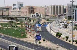 كورونا يجبر السعودية على تمديد حظر التجوال