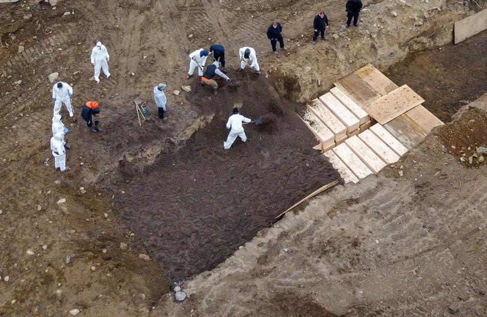 نيويورك-..-مقابر-جماعية-لضحايا-كورونا-لزيادة-الأعداد-بشكل-كبير.jpg