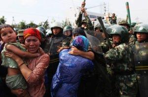 الصين تواصل طغيانها .. تجبر مسلمي الأويغور على أكل لحم الخنزير في نهار رمضان