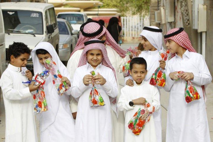 """العيد الأحد بالخليج .. حظر العيد بالمساجد والساحات بسبب """"كورونا"""""""