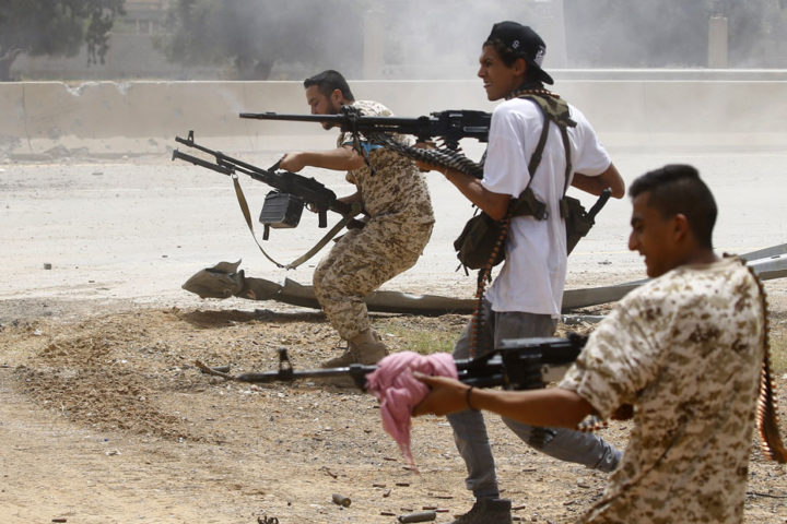 """""""الوفاق"""" تلقن حفتر درسًا جديدًا .. تسيطر على معسكري """"حمزة"""" و """"اليرموك"""" جنوبي طرابلس"""