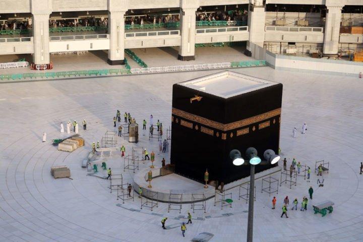 """صلاة العيد بدون مصلين .. السعودية تمنع الصلاة بالحرمين بسبب """"كورونا"""""""