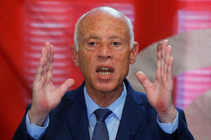 """""""سعيد"""" يهدد المتربصين بـ """"تونس"""": من يسعى لإضرام النار في هذا البلد سيحرقه لهيبها"""