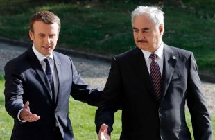 """بعد مهاجمته تركيا .. اتهامات لـ """"ماكرون"""" بجر ليبيا نحو الفوضى بدعمه حفتر"""