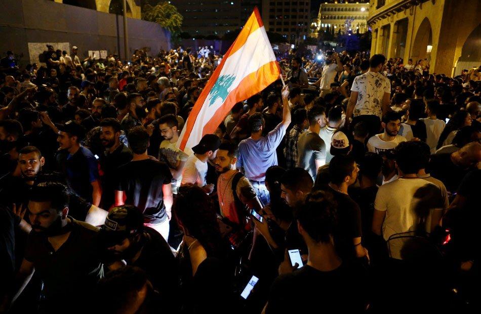 لبنان على صفيح ساخن .. إصابة حوالي 50 في احتجاجات بـبيروت بسبب الغلاء المعيشي