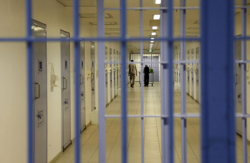 فيديو مسرب من سجن سعودي يفضح انتهاكات جسيمة بحق معتقلي الرأي