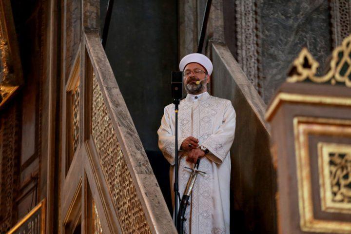 السيف يظهر مجددا في أول صلاة عيد بجامع آيا صوفيا منذ 86 عاما