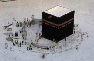 إلغاء الحج والعمرة يزلزل استقرار شركات السياحة المصرية
