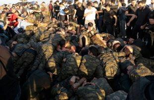 """الانقلاب الفاشل بتركيا .. تسريح أكثر من 20 ألف عسكري لارتباطهم بـ """"غولن"""""""
