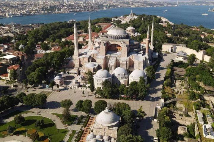 """خطوة انتظرها الأتراك طويلاً .. أنباء على إعادة """"آيا صوفيا"""" كمسجد من جديد"""