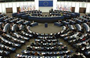 بسبب الانتهاكات باليمن .. البرلمان الأوروبي يطالب بتشديد قيود تصدير الأسلحة للسعودية والإمارات