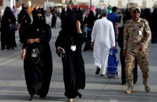 في بلاد الحرمين .. ناشطة سعودية تسخر من النقاب بعبارات مسيئة