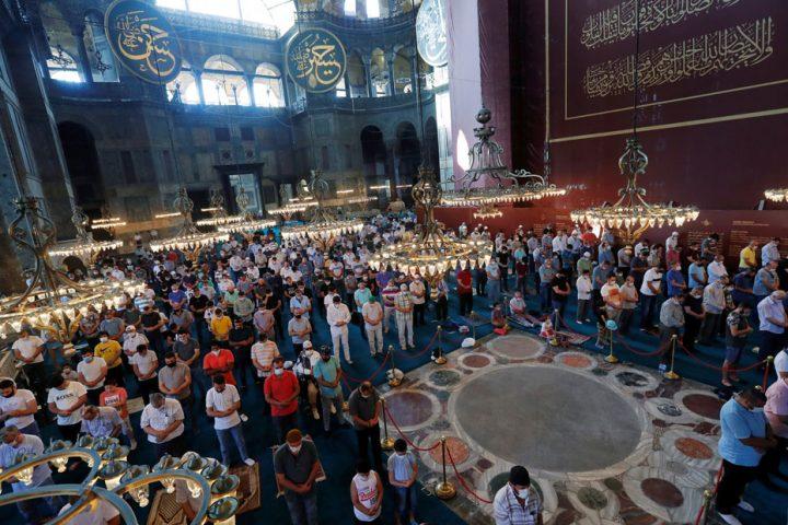 شائعات الذباب الإماراتي.. النهضة تنفي إمامة الغنوشي الجمعة بمسجد آيا صوفيا