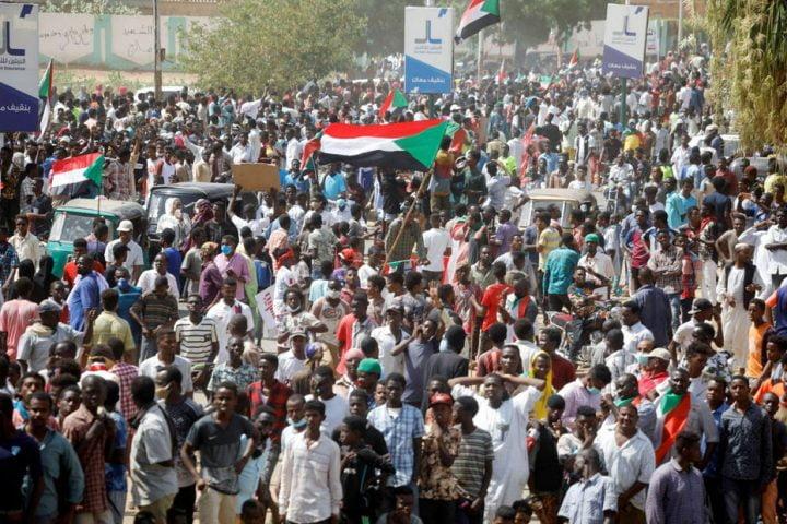 السودان على أعتاب خيارات أحلاها مر تشمل الفوضى والانقلاب العسكري!