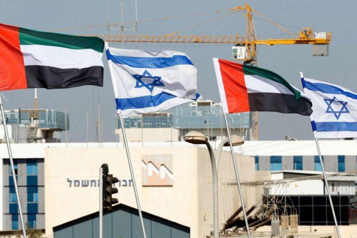 حمى التطبيع متواصلة.. شيخ إماراتي يدعو مطربا إسرائيليا لإحياء حفل موسيقي في أبوظبي