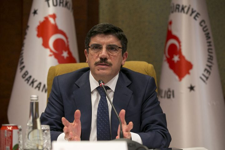 مستشار أردوغان يعري الإمارات ويتهمها بممارسة الدسائس والألاعيب