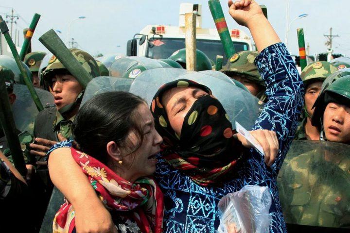 وسط صمت تام.. معلمة مسلمة تكشف جرائم مروعة للصين بحق مسلمي الإيجور
