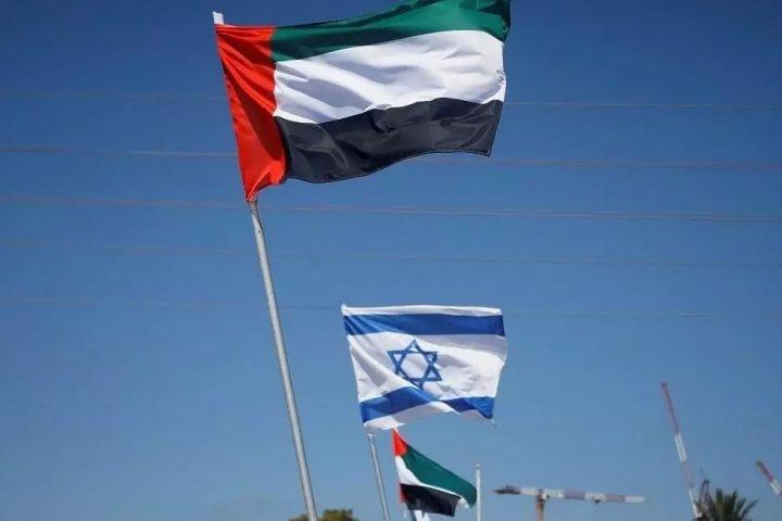 الإمارات تكشف تبادل وشيك للسفارات مع إسرائيل وتعلن بدء التطبيع في مجال الموانئ
