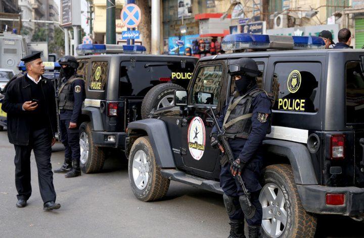 الشرطة المصرية تلفق تهما بالجملة لمواطن رفض العمل كمرشد سري.. فيديو